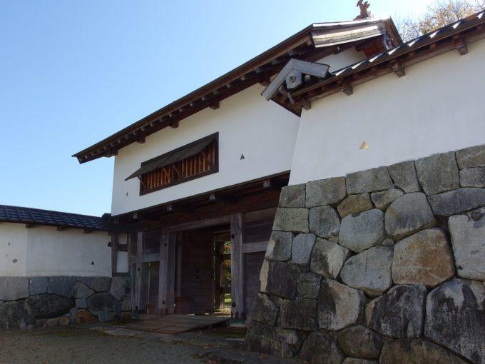 花巻城跡再建された西御門
