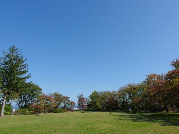 秋晴れの花巻城跡本丸跡鳥谷ヶ崎公園