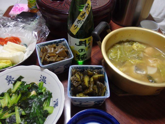 大沢温泉自炊湯治献立たらの味噌鍋小松菜とほたての味噌炒め月の輪秋あがり