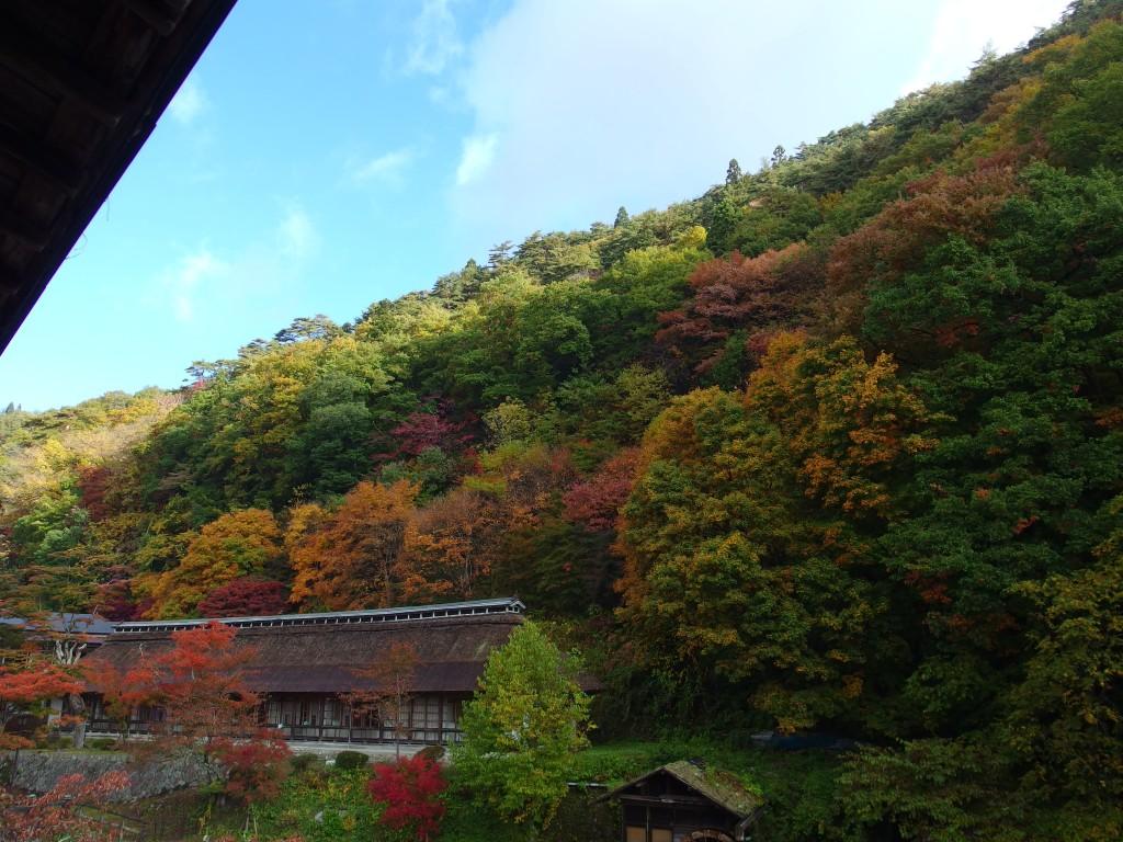 大沢温泉湯治屋自炊部中舘で迎える秋の朝