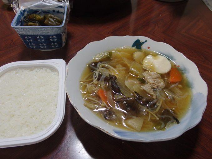 大沢温泉自炊湯治お隣さんからおすそ分けをいただいた芋の子汁
