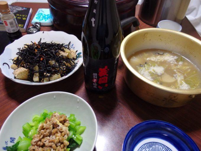 大沢温泉自炊湯治献立牡蠣鍋小松菜納豆ひじきの煮物桜顔蔵囲い辛口特別純米酒