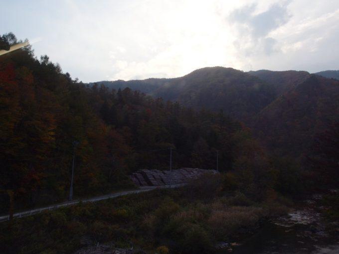 山田線快速リアスはカーブと低速で北上山地を越えてゆく