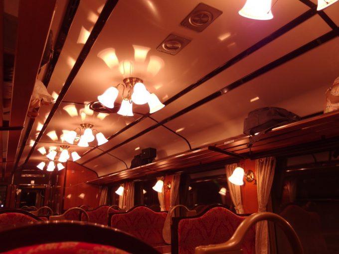 トンネルに入ると趣深い三陸鉄道レトロ調車両