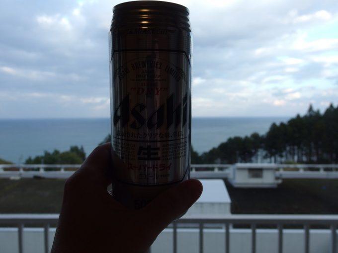 国民宿舎えぼし荘海を見ながら湯上がりの冷たいビール
