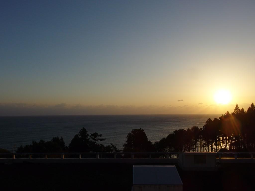国民宿舎えぼし荘から眺める海と朝日