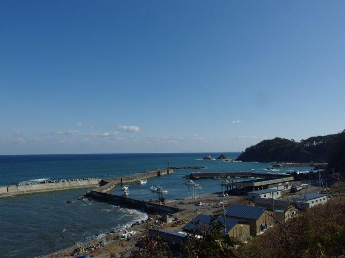 秋晴れの堀内漁港