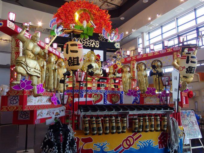 道の駅くじやませ土風館久慈の秋祭りの豪華絢爛な山車