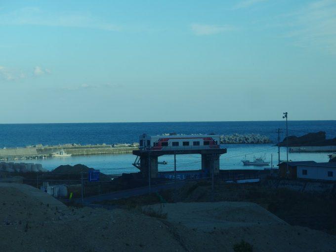 三陸鉄道車窓から眺める三鉄型水門
