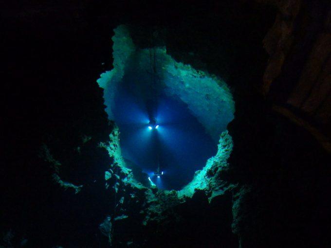 龍泉洞底知れぬ深さに戦慄する第二地底湖