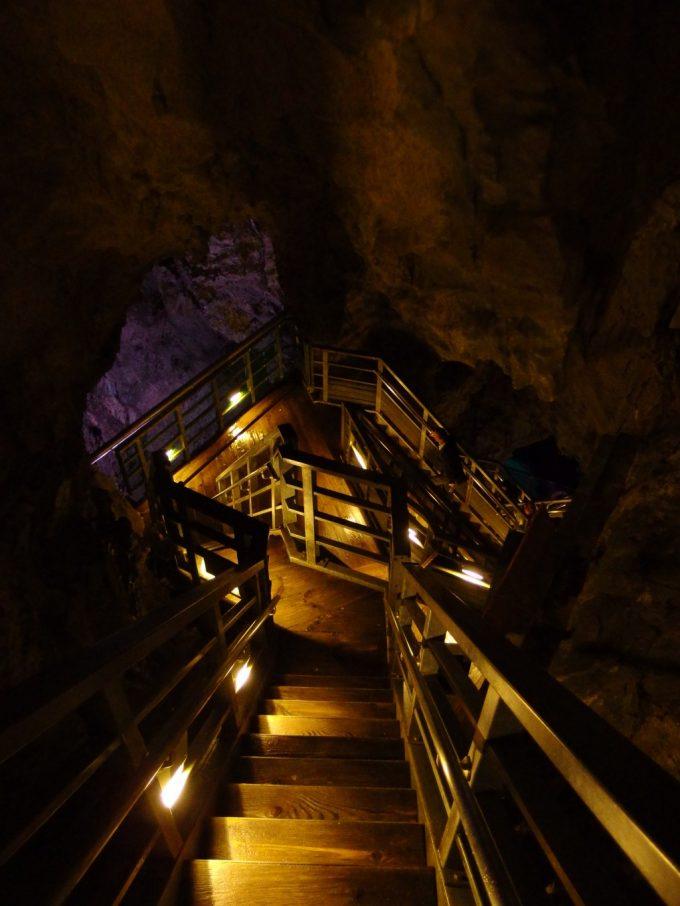 龍泉洞階段の続く健脚向きコース