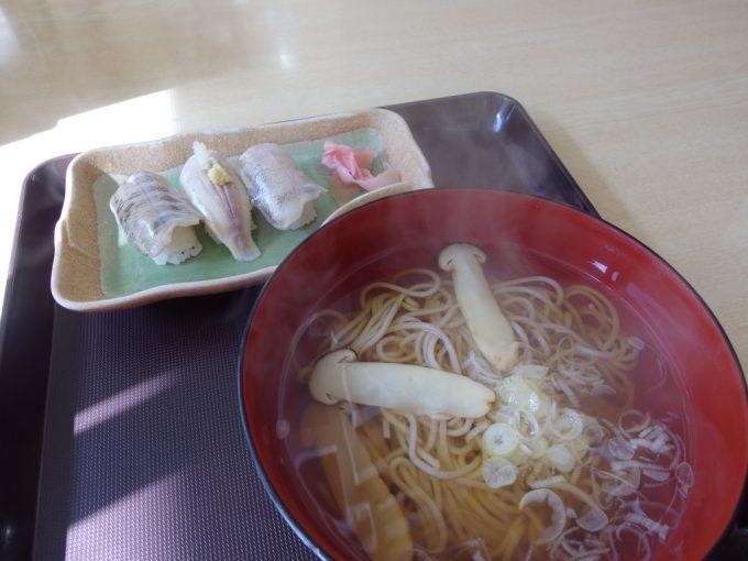 龍泉洞観光会館いわな寿司とまつたけそば