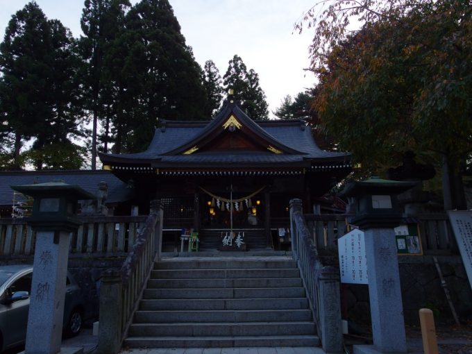 秋の盛岡夕暮れの櫻山神社