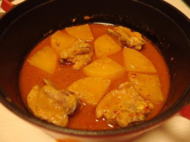 スペアリブと大根のこく味噌漬け焼き煮込み