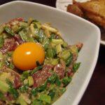 まぐろと庄内あさつきの味噌マスタードユッケ・下仁田ねぎと菜の花の煮浸し