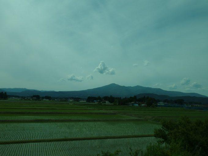 JRバス東北仙台・新宿号車窓の安達太良山