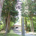 初夏の緑に包まれる平泉中尊寺金色堂覆堂