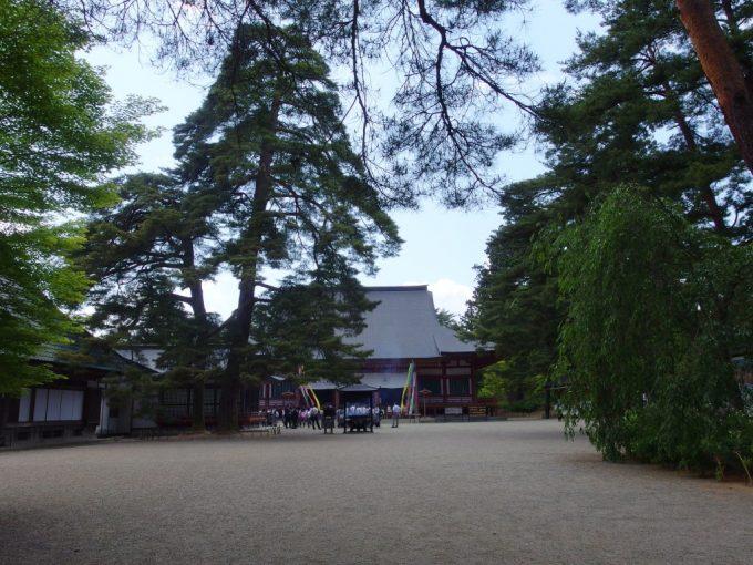 初夏の平泉毛越寺本堂