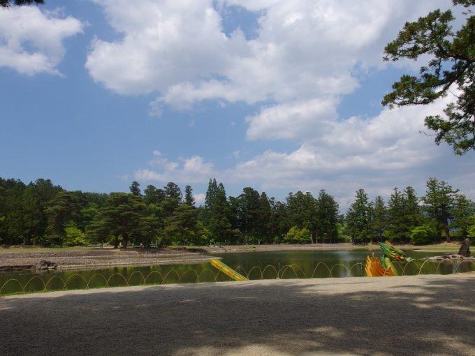 極楽浄土をこの世に表した毛越寺浄土式庭園