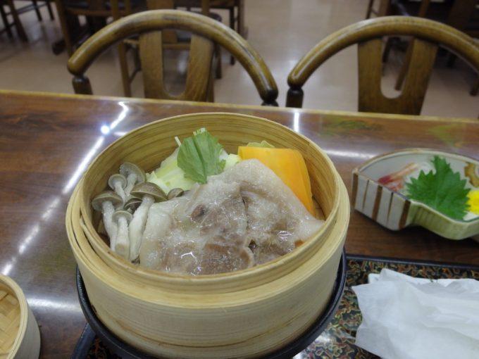 須川高原温泉豚と野菜のせいろ蒸し
