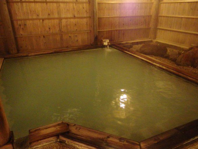 須川高原温泉大浴場露天風呂