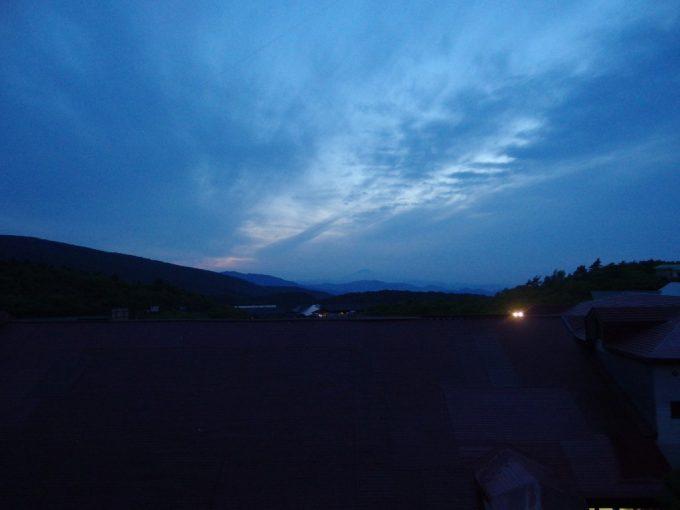 須川高原温泉夕闇迫る空