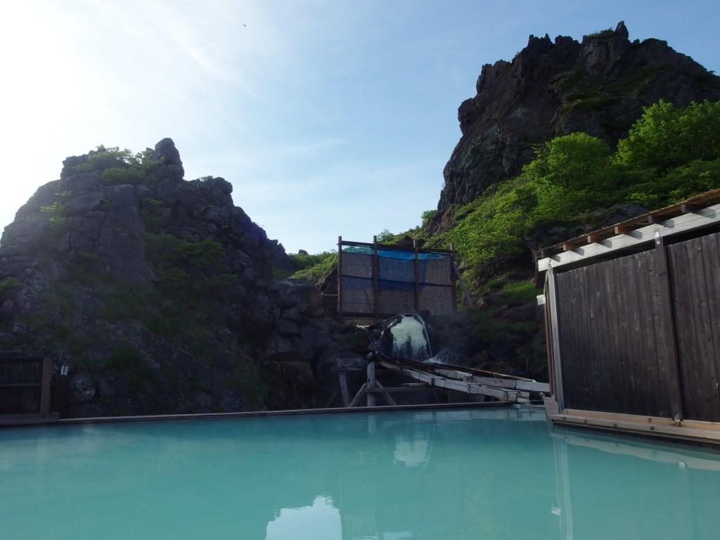 朝日を浴びつつ楽しむ須川高原温泉大露天風呂での朝風呂