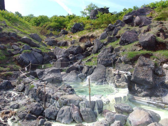 大日岩の近く須川高原温泉の源泉