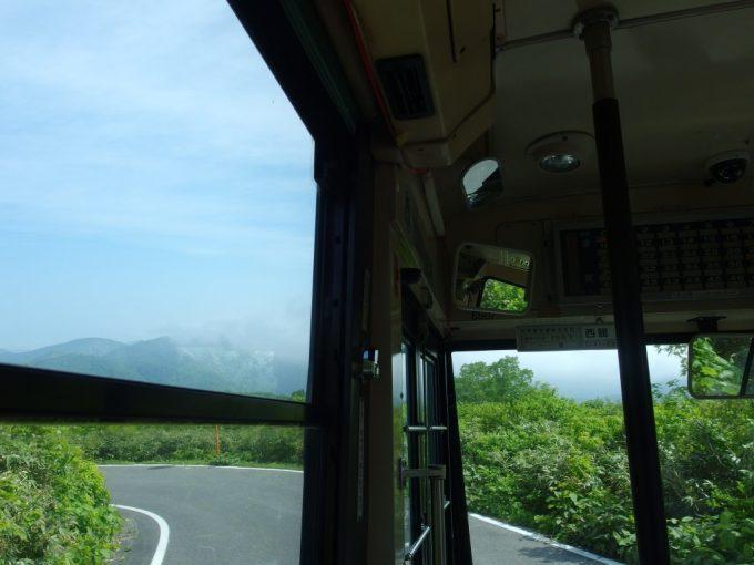 岩手県交通バスは高原を駆け降りる