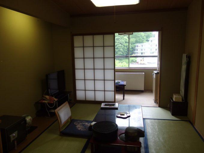 鷹泉閣岩松旅館旧館客室