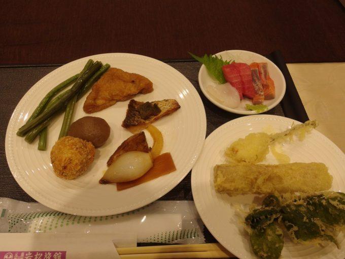鷹泉閣岩松旅館バイキングの夕食