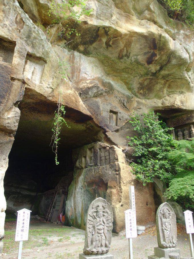 松島国宝瑞巌寺人々の手で掘られた巨大な岩窟磨崖仏