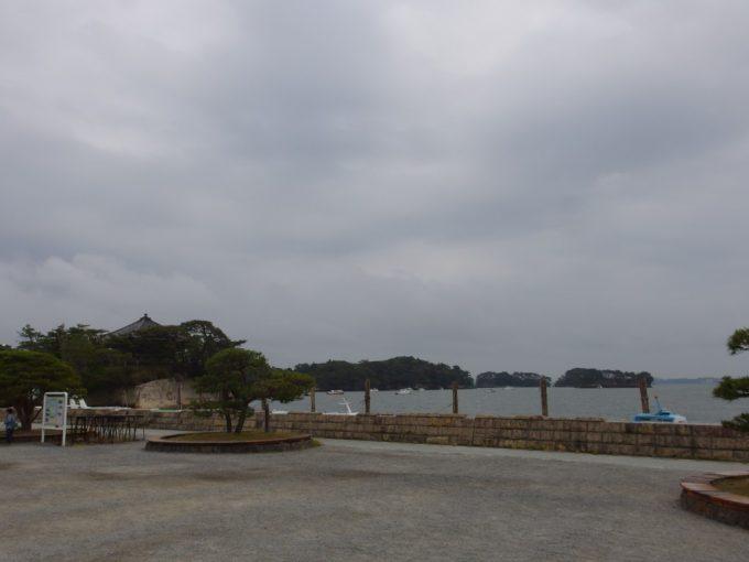 松島国宝瑞巌寺岩窟沿いの道を歩き松島の海へ