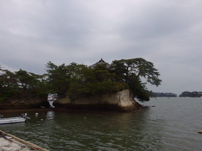 日本三景松島海に浮かぶ五大堂
