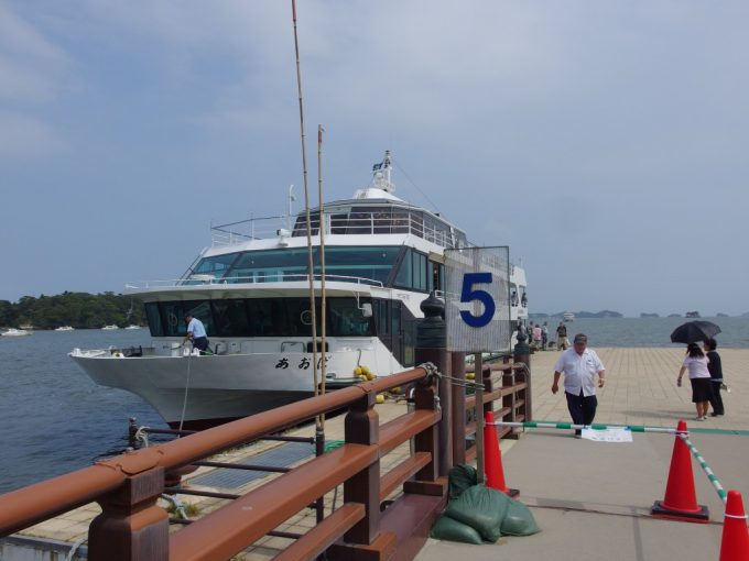 丸文松島汽船で松島から塩竈へ