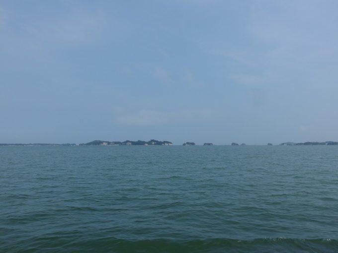 見渡す限り島影が並ぶ日本三景松島湾