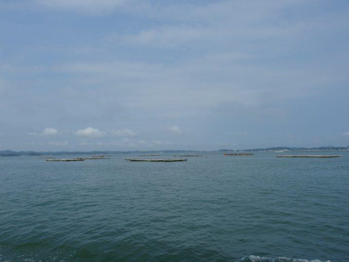 日本三景松島美味しい牡蠣を育むたくさんのかき筏