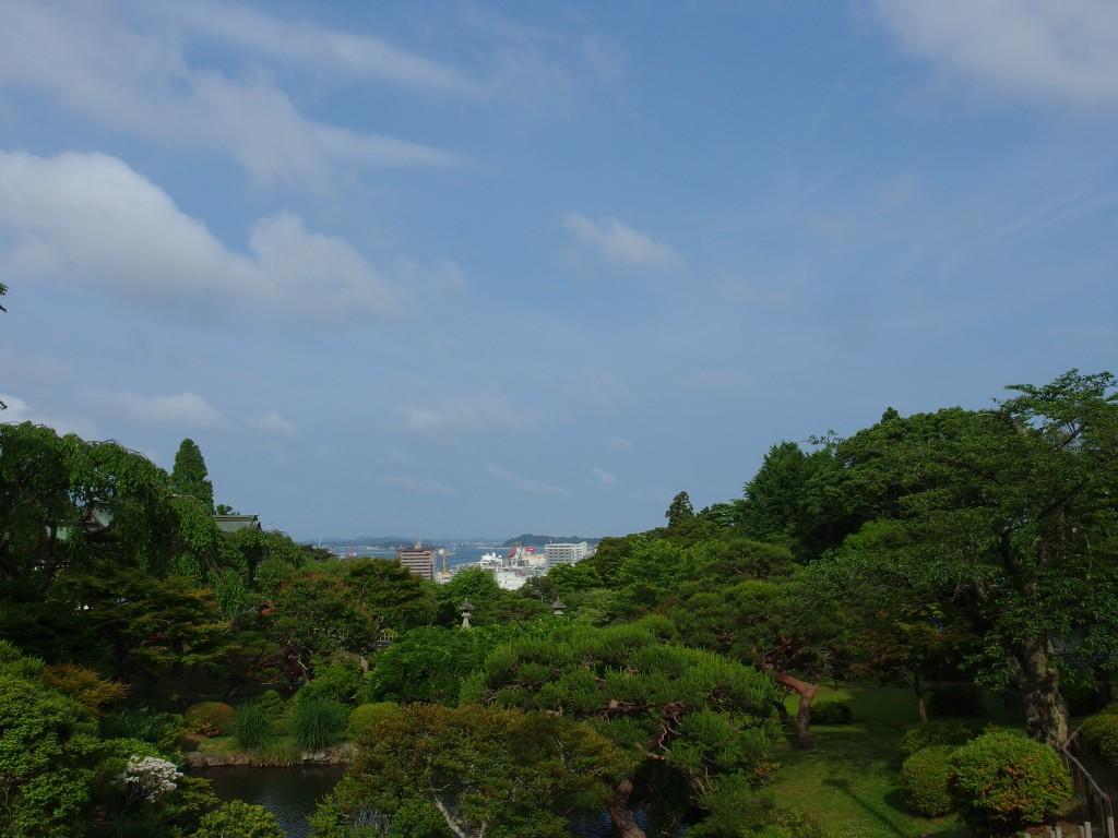 志波彦神社から望む塩竈の街と海