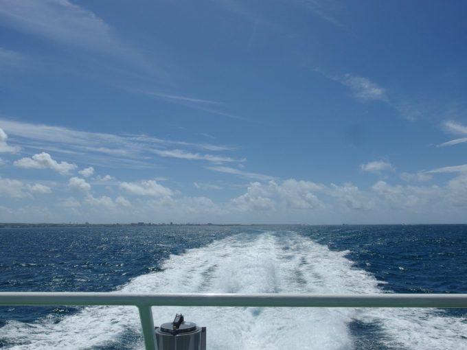 安栄観光竹富島行き高速k百銭デッキに陣取り青い空と青い海を満喫