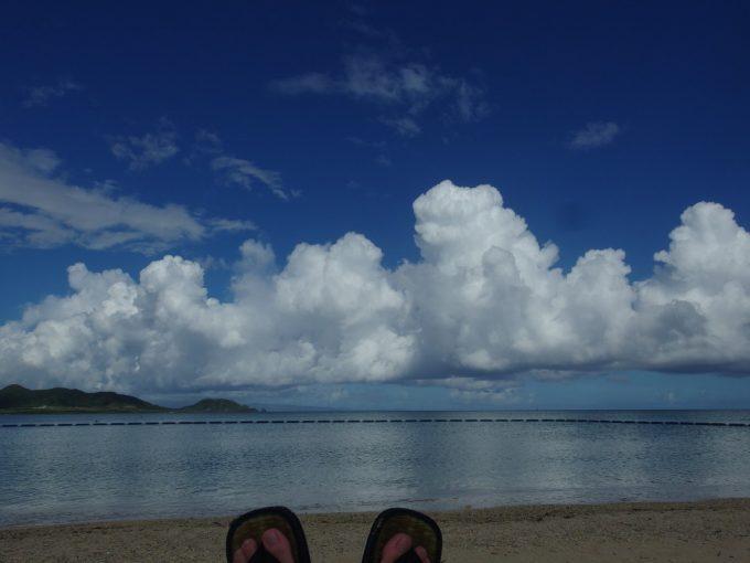 石垣シーサイドホテルプライベートビーチ感覚の底地ビーチビーチチェアーに寝ころび心ゆくまで絶景を眺める