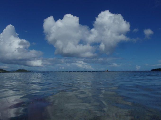石垣シーサイドホテル目の前の底地ビーチ海に入れば海と空の境界線が溶ける