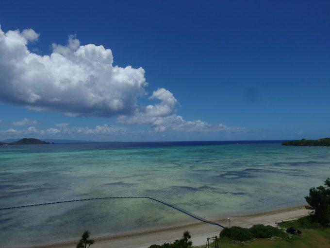 石垣シーサイドホテル底地ビーチの名前の由来を感じさせる遠浅の海