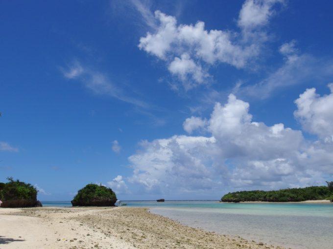 青い海白い砂浜青い空夏の石垣島川平湾