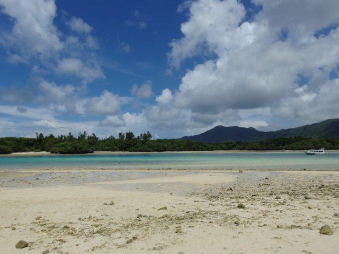 空と海を彩る無限の青さ石垣島川平湾