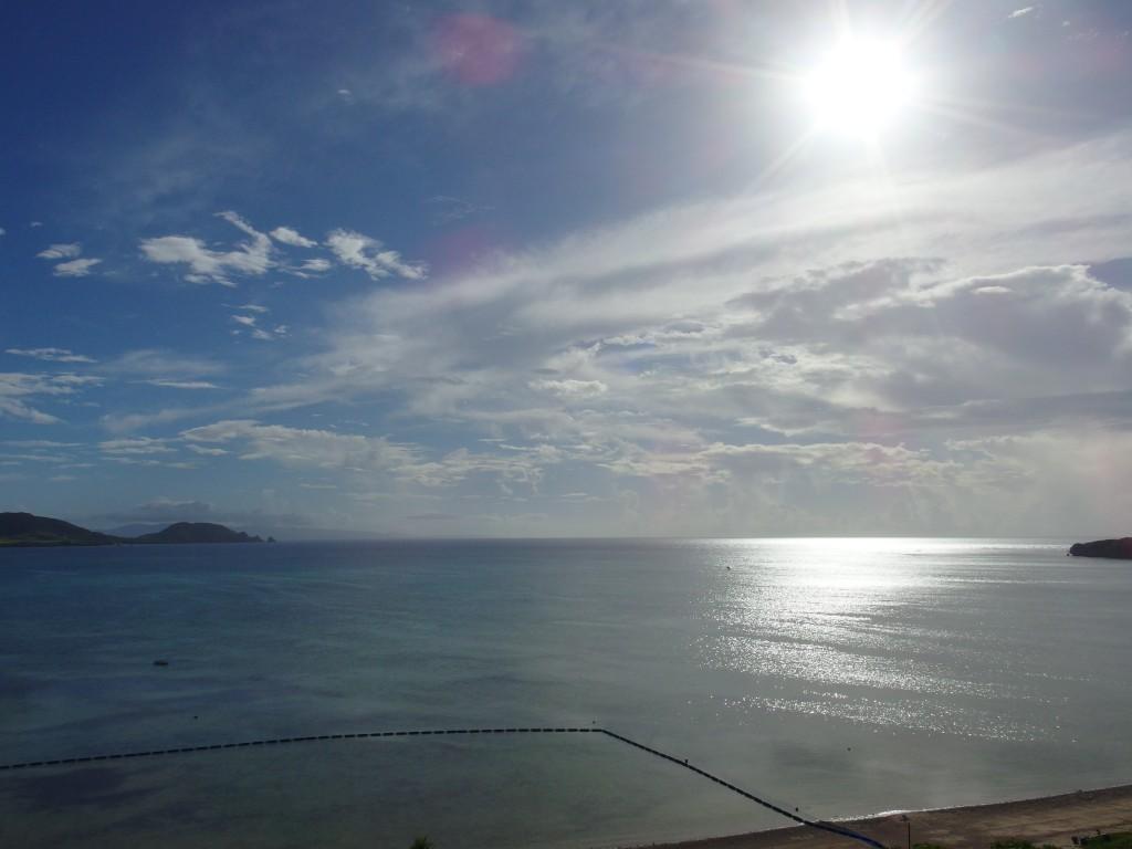 石垣シーサイドホテルオーシャンビューの客室から望む午後の輝く底地ビーチ