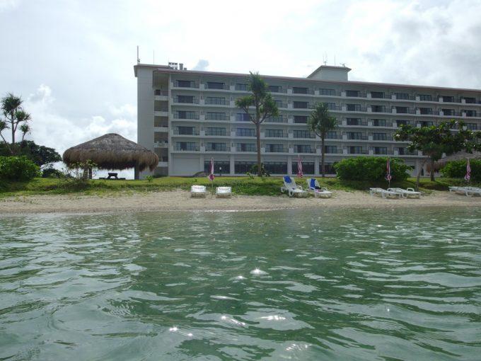 石垣シーサイドホテルを発つ前に最後の沖縄の海を