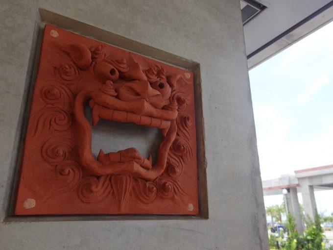 南ぬ島石垣空港にたくさん飾られたシーサー
