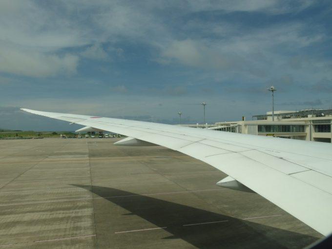 離陸前のB787の翼