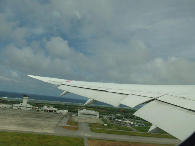 ANAB787は離陸し石垣島に別れを告げる