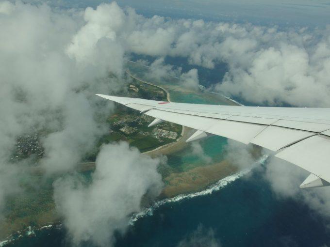 全日空B787より見下ろす石垣島のサンゴ礁